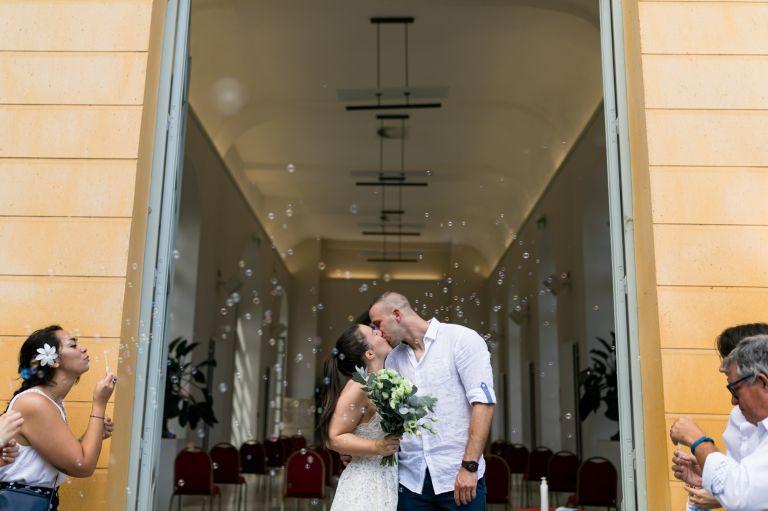 photographe pour la sortie des mariés